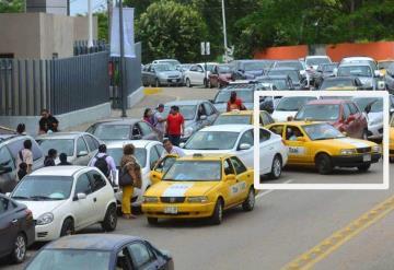 Ignoran ley vial en Av. Méndez; reina el caos a toda hora
