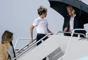 Trump abandona en la lluvia a Melania y Barron