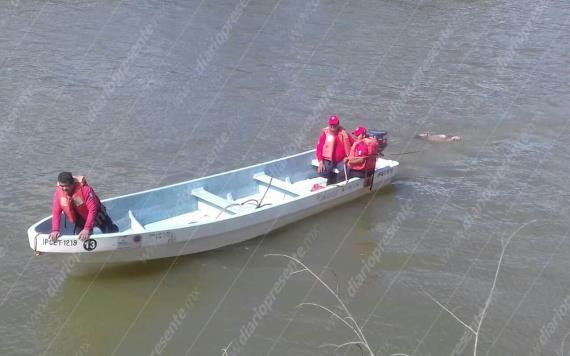 Rescatan cuerpo del hombre que se aventó con su pareja del Puente Grijalva I