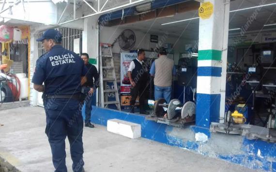 Sujetos armados asaltan casa de empeños en Atasta