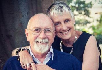 Promete a su esposa muerta regar las plantas; años después descubre una gran sorpresa