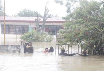 Teapa y Jalapa los municipios con más daños; 12 mil personas entre el agua