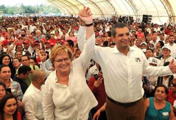 Gina Trujillo rinde protesta como candidata a la gubernatura