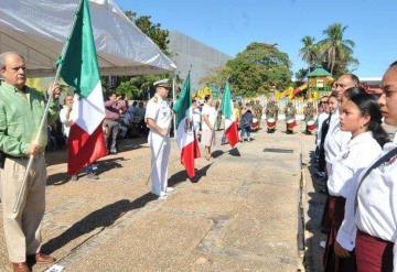 Celebran el 197 aniversario del día de la bandera en Tabasco