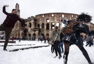 Inusual nevada cubre de blanco Roma y El Vaticano