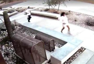 Huyen de un robo y sin darse cuenta entran a edificio de la policía