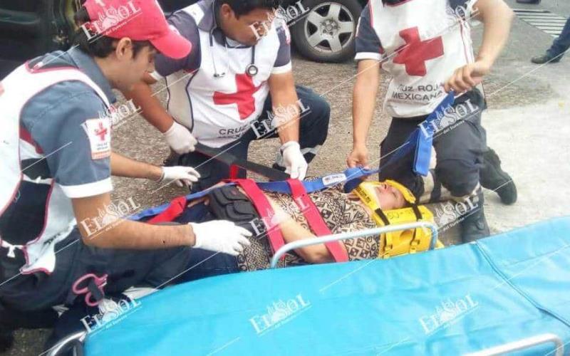 Encontronazo deja mujer herida en Colonia Atasta