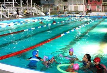 Casi 400 niños se han inscrito a natación en la Deportiva de La Manga