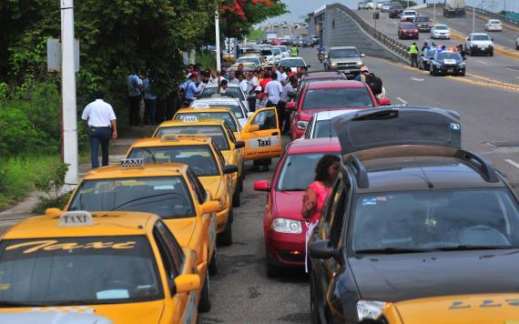 Taxistas convocan a marcha pacífica para este martes