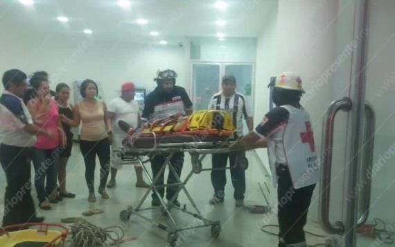 Pintor cae de seis metros en interior de Bancomer en Villahermosa