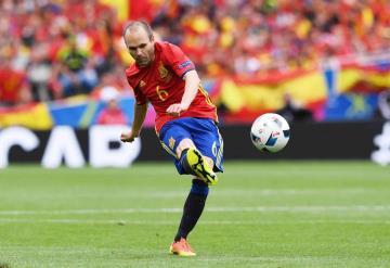 France Football se disculpa con Iniesta por no darle el Balón de Oro