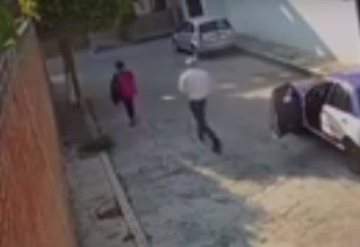 Video: Taxista asalta a mujer