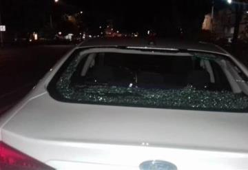 Denuncian agresión contra auto que transportaba a Anaya