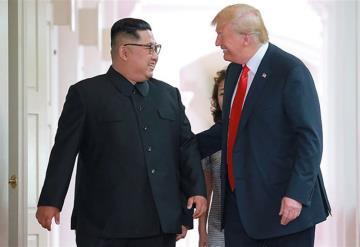 Trump protagoniza un momento incómodo con un alto militar norcoreano en Singapur
