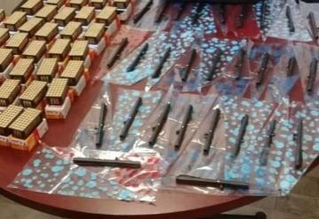 Parecían plumas pero eran armas de fuego; PGR detiene a vendedor