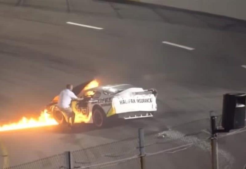 VIDEO: Rescató a su hijo de auto en llamas tras accidente en Nascar