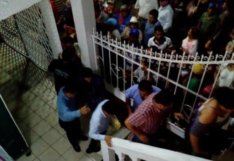 Jurídicos del Partido Nueva Alianza, se presentaron en el Consejo Electoral Municipal