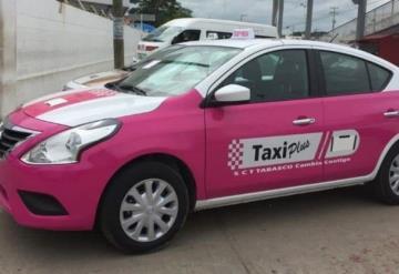 Parados 20 taxis rosa por falta de chofer