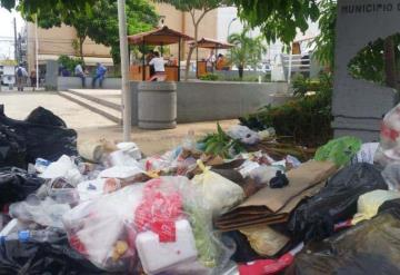 Usan parques como basurero público