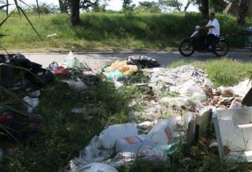 Convierten avenida Luis Donaldo Colosio en basurero a cielo abierto