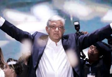 Recibe AMLO constancia de mayoría como presidente electo