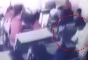 Maestro golpea a niño hasta dejarlo inconsciente