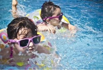 Más de 20 niños han muerto ahogados este verano por la obsesión de sus padres a los celulares