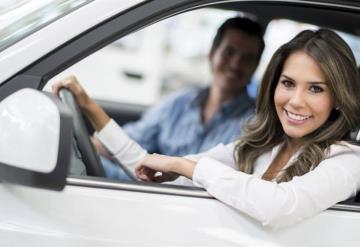 Mujeres son mejores al volante que los hombres: estudio
