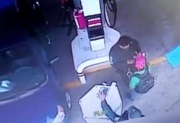 Dan de baja a policías que robaron a ciudadano en gasolinera