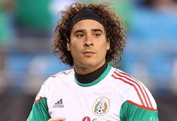 Sorprende en redes el nuevo look de Memo Ochoa