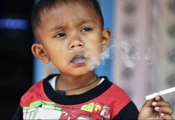 VIDEO: Niño de dos años que fuma dos paquetes de cigarrillos por día