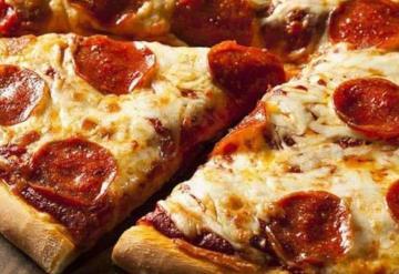 Pizzería ofrece pizza gratis de por vida a quien se tatúe su logo