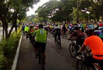 Agrupaciones de ciclistas realizan rodada, ellos sí quieren las ciclovías