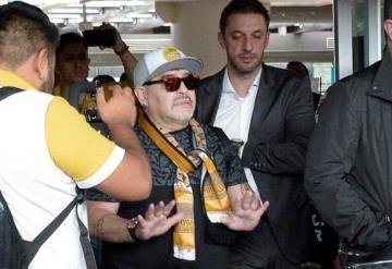 Opaca Canelo el debut de Maradona