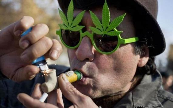 Empresa recluta a fumadores de marihuana; ofrece 50 dólares la hora