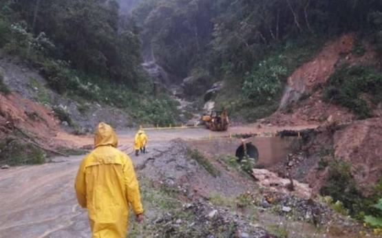 Derrumbe de cerro en Oaxaca sepulta a seis personas