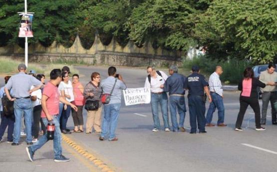 Alrededor de 20 personas bloquean Av Gregorio Méndez frente a Setab