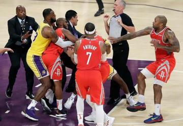 Pelea en NBA deja a tres jugadores suspendidos