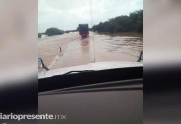 Cierran autopista la Tinaja- Isla en Veracruz por desbordamiento de río