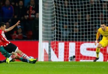 ´Chucky´ Lozano anota su primer gol en la Champions League
