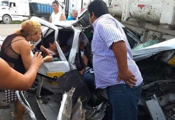 Muere otro pasajero del accidente entre taxi y camión de materiales en la Macuspana- Villahermosa