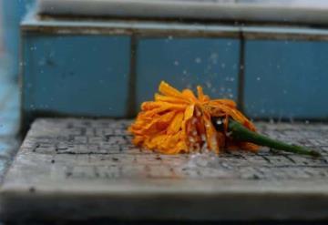 Dos de noviembre lluvioso sorprende en la conmemoración de los fieles difuntos