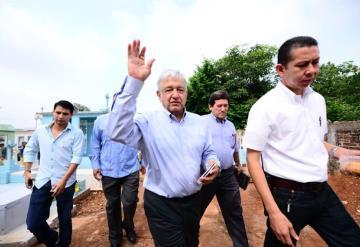 Amlo visita a sus familiares difuntos en la Ciudad de Villahermosa