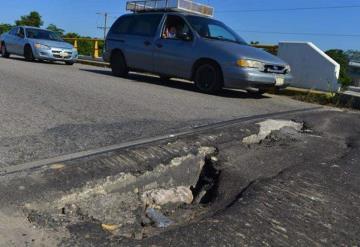 Hundimientos, baches y aberturas principales características de puentes en Villahermosa
