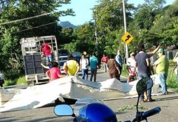 Habitantes bloquean carretera Teapa-Pichucalco