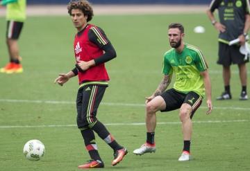 Layún y Ochoa, vuelven al Tri para encuentro contra Argentina