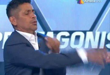 VIDEO: Jorge Campos se enoja y golpea a Martinoli en programa en vivo