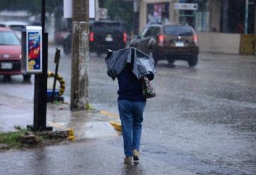 Frente frío número 10 se hace presente en Tabasco, capitalinos viven las primeras lluvias del día