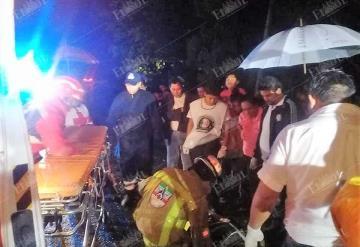 Auto Fantasma embiste a dos hombres que iban en un pochimovil en la Comalcalco- Cárdenas