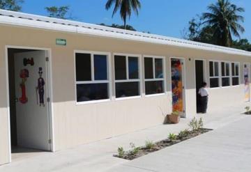 Dona Fundación Distribuidores Nissan y Grupo Autosur escuela primaria en Cunduacán